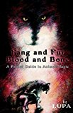 Portada de FANG AND FUR, BLOOD AND BONE: A PRIMAL GUIDE TO ANIMAL MAGIC BY LUPA (17-APR-2006) PAPERBACK